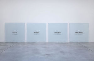 Joseph Kosuth - vetro parole materiale descritto